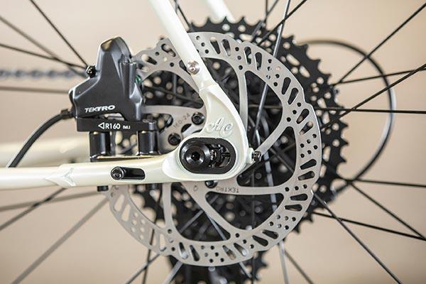Flat-mount brakes