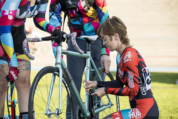 Rider fixes teal bike on final day of Velodrome